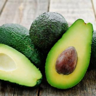 Avocado aufgeschnitten, abnehmen mit natürlichen Lebensmitteln