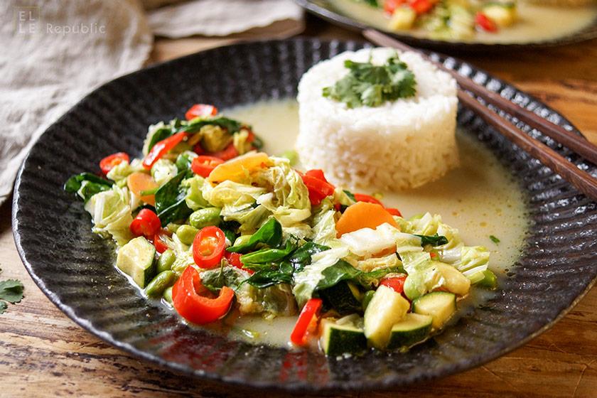 Grünes Thai Curry mit Gemüse, Fischsoße, Kokosöl, Kokosmilch, Jasmin-Reis
