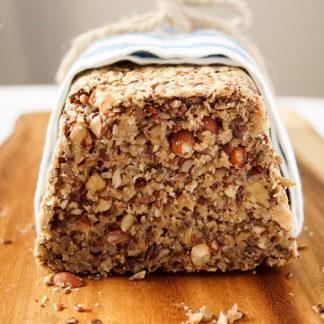 Nussbrot glutenfrei und vegan mit Leinsamen, Aprikosenkerne, Sonnenblumenkerne, Flohsamenschalen