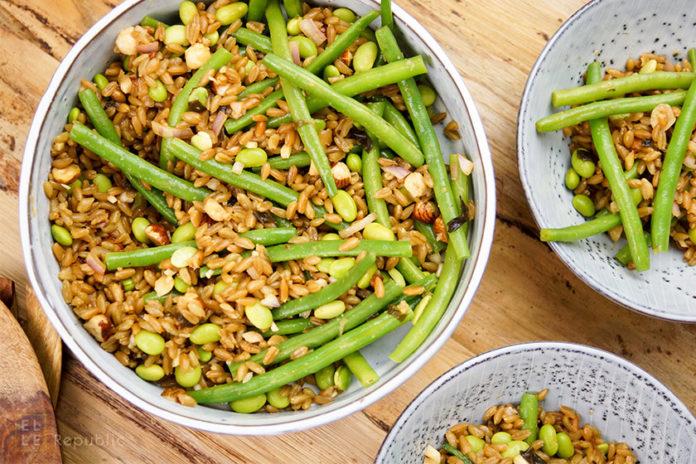 Grünkern Bohnensalat mit Miso-Dressing und Edamame