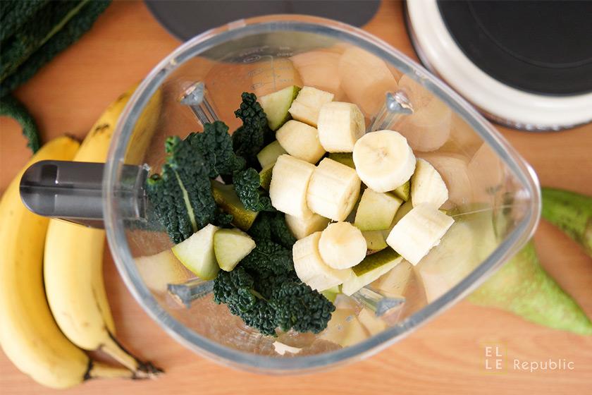 Grüner Smoothie in ein Mixer