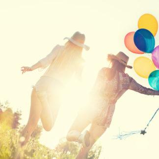 Glückliche Freunde für Glücklich sein kann man lernen