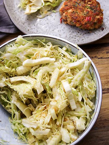 Quinoa Lachsfrikadelle mit Krautsalat