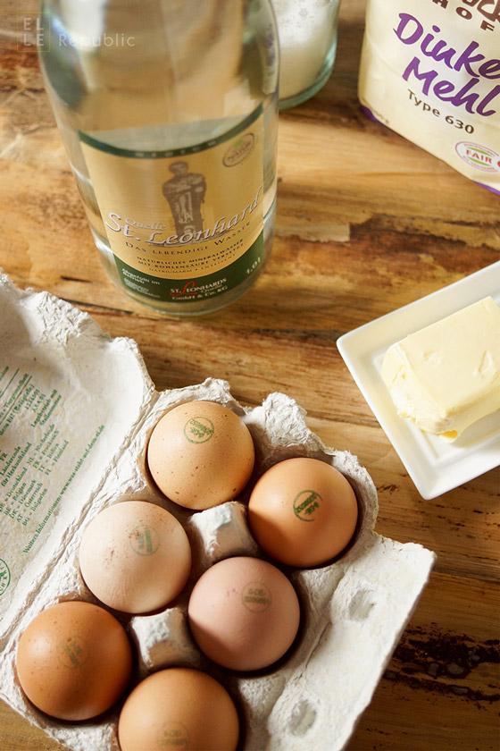 Zutaten für schwäbische Spätzle selbstgemacht mit Dinkelmehl, Mineralwasser, Eier, St.Leonard Wasser, Butter