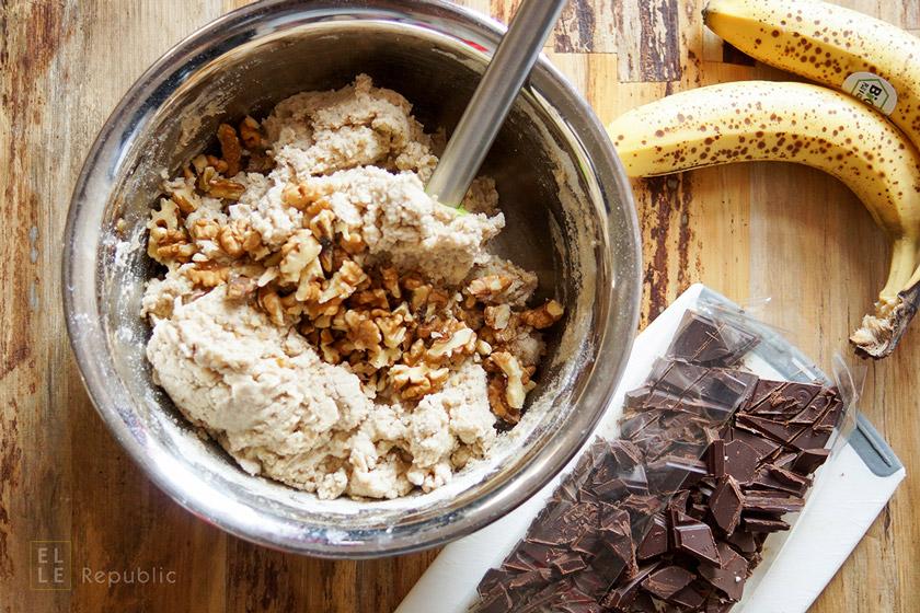 Teig in Rührschüssel für Schoko-Bananen-Muffins (glutenfrei)