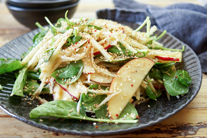 asiatischer kohlrabi apfel salat elle republic einfach. Black Bedroom Furniture Sets. Home Design Ideas