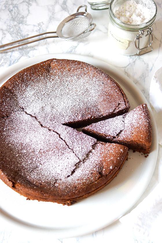 Einfaches Rezept für Schokoladensouffle Kuchen (Schokoladenkuchen) ohne Mehl