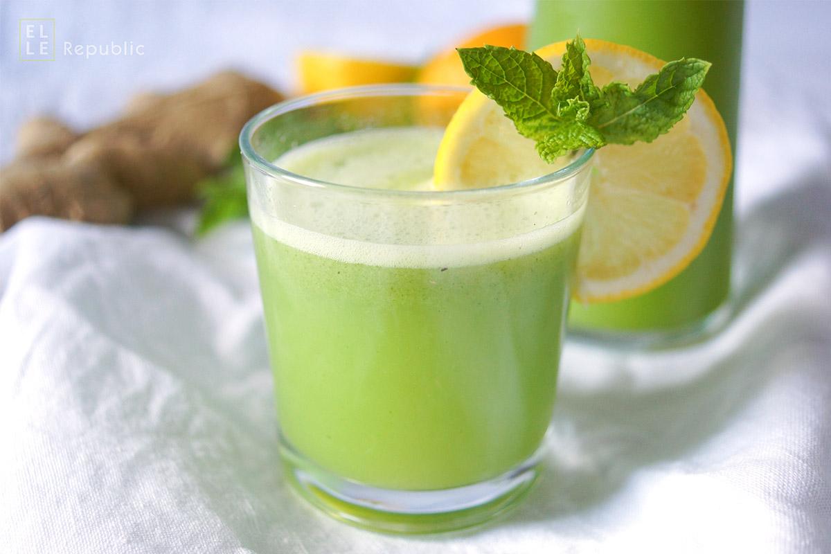 Rezept für eine selbstgemachte Ingwer-Minze-Limonade mit Zitrone, Ingwer und frischer MInze und vielen Eiswürfeln