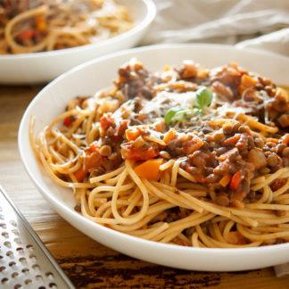 Vegetarische Puy Linsen-Bolognese mit Gemüse