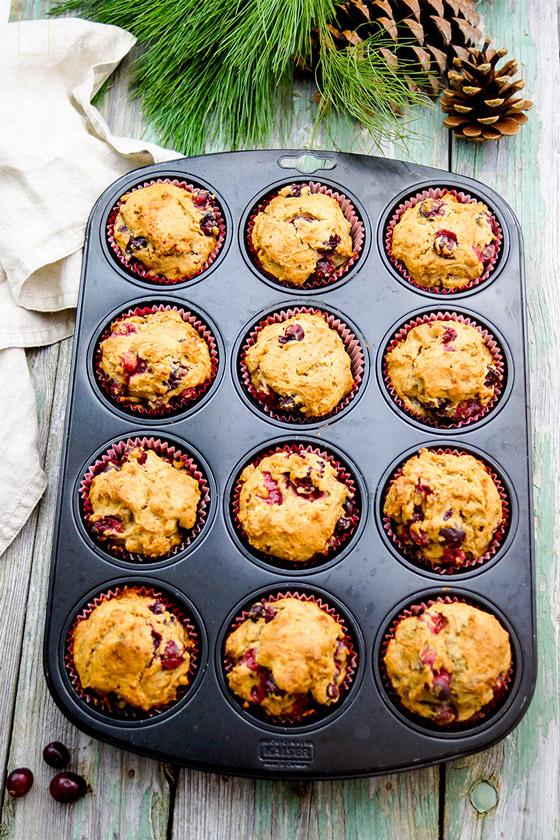 Cranberry Muffins Rezept mit Dinkelmehl, Zimt, Ingwer, Vanille, Orangenschal und Walnüsse