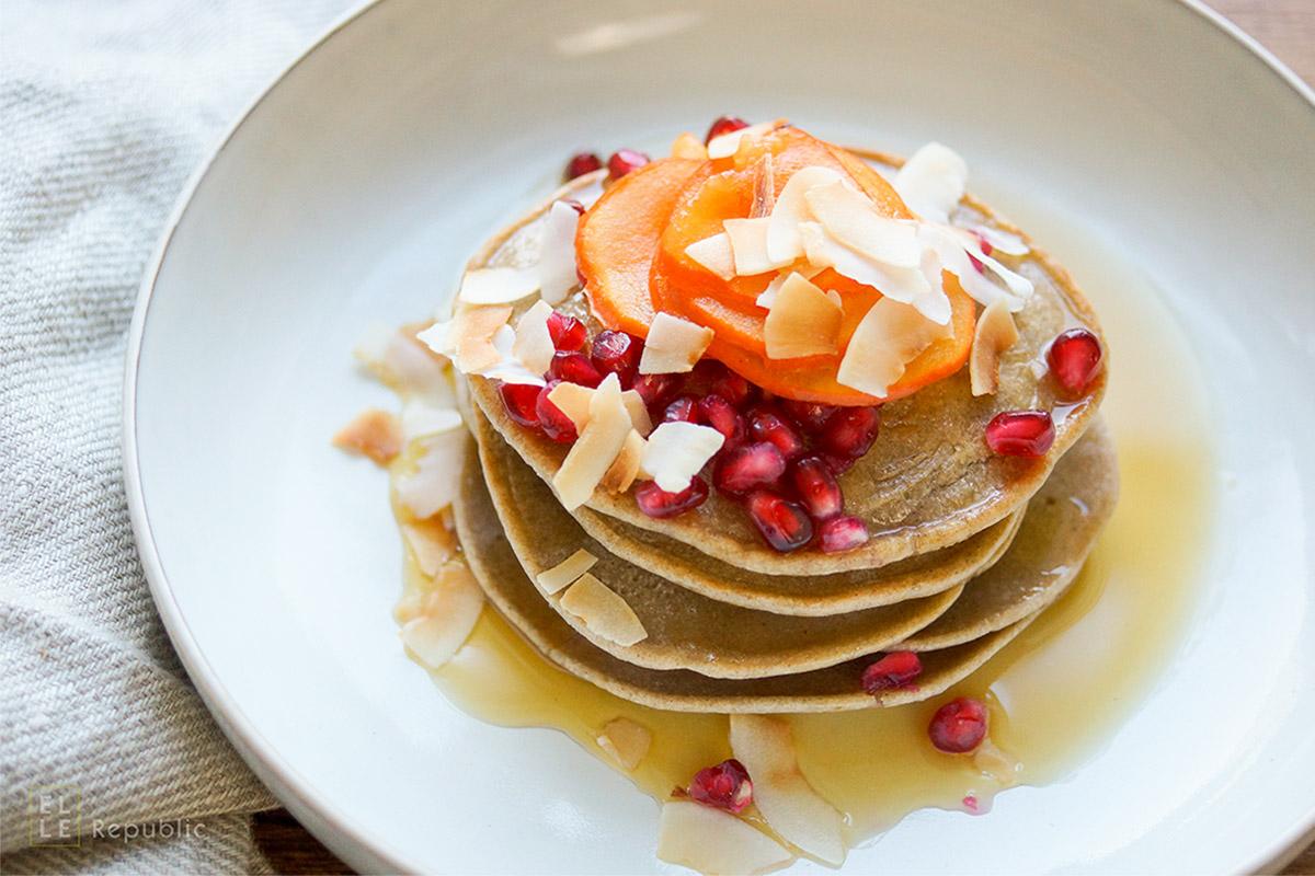 Buchweizen Tahin Pancakes mit Bananen Rezept, glutenfrei, ohne Milchprodukte und ohne Industriezucker.