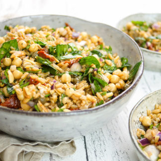 mediterraner Grünkern-Kichererbsen-Salat. Vegetarisch, Vegan, Rezept