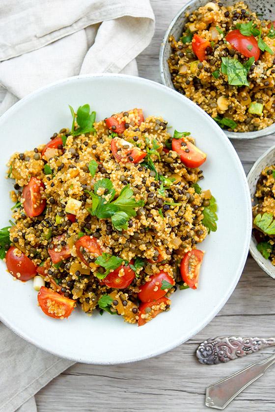 linsen quinoa salat mit aubergine rezept elle republic gesund kochen. Black Bedroom Furniture Sets. Home Design Ideas