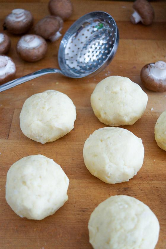 Kartoffelknödel vor dem kochen