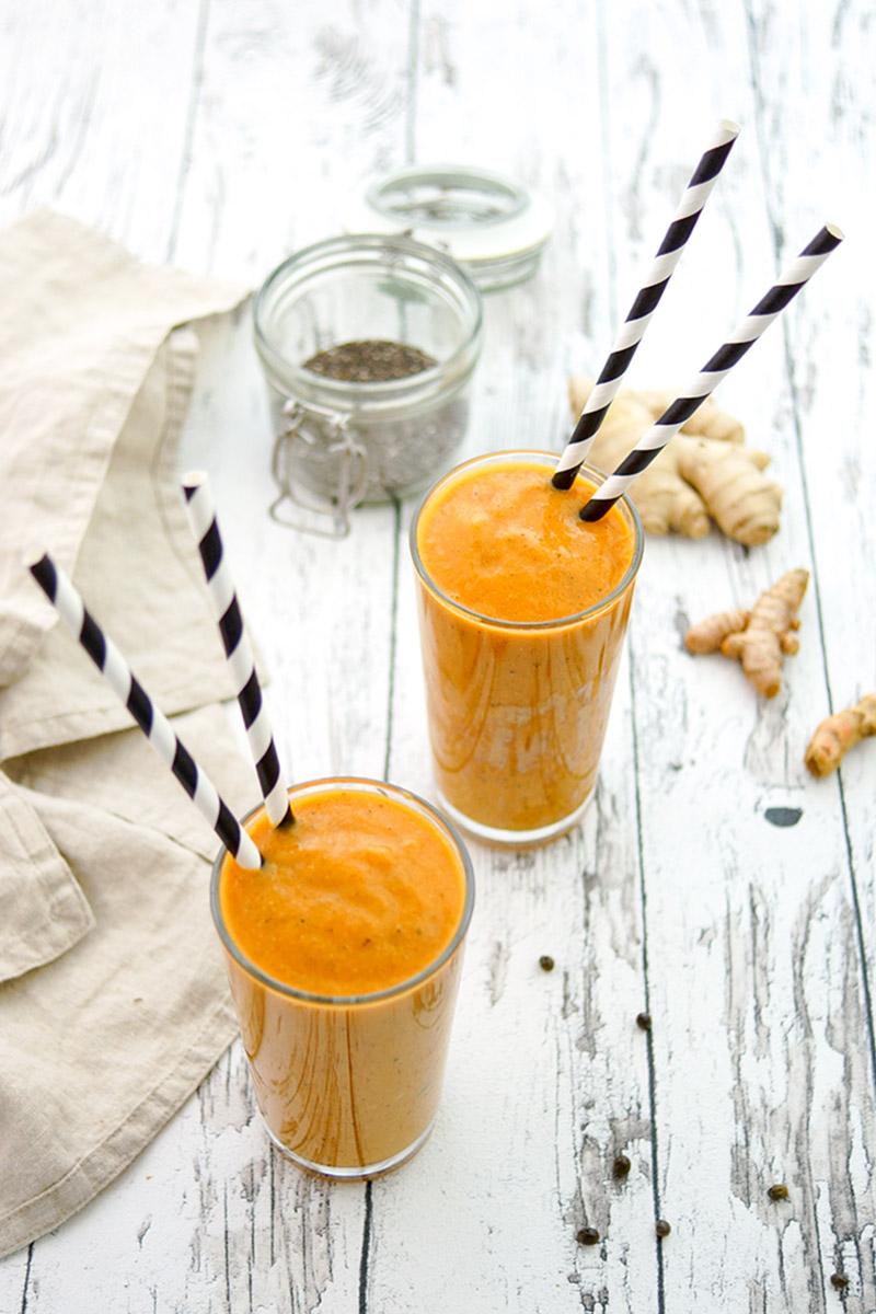 Rezept für einen Papaya Smoothie mit Kurkuma, Ingwer, Chiasamen, Kokosöl und Zimt