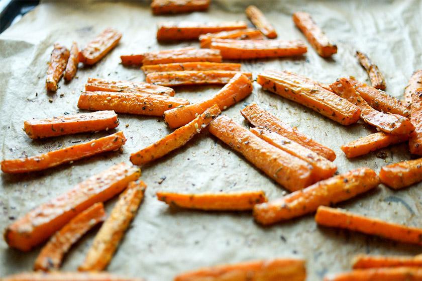Zatar geroesteten Karotten ür Orientalischer Linsensalat