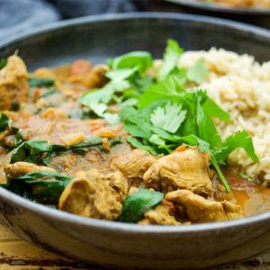 Ein einfaches Rezept für ein indisches Garam Masala Hühnchen-Curry mit Spinat. Low-fat, glutenfrei