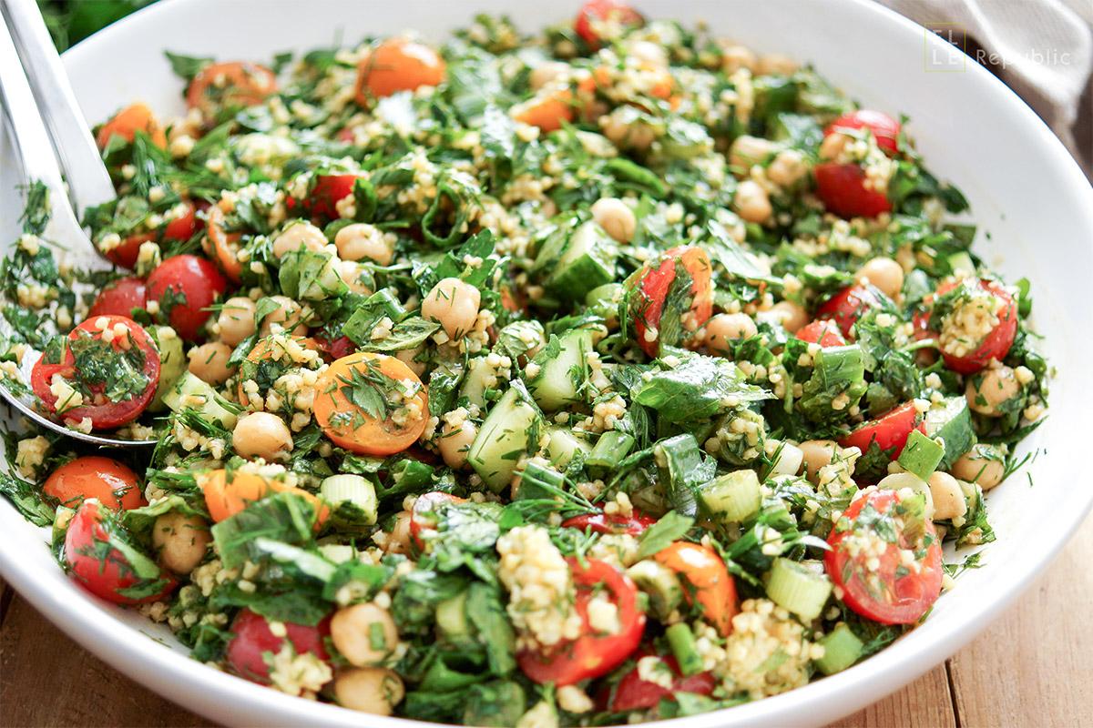 orientalisches Rezept für Kichererbsen Taboulé mit Hirse, Dill, Minze und Petersilie. Vegan und glutenfrei