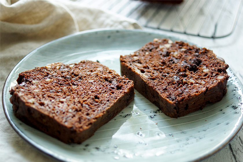 Vegan double chocolate banana bread recipe with almonds, spelt flour and chia seeds. Refined sugar-free
