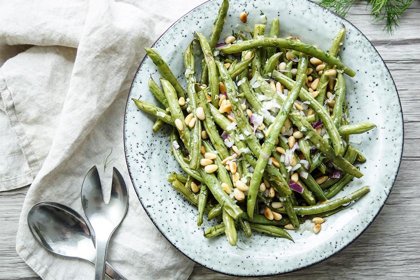 Rezept für geröstete grüne Bohnen mit Zitrone, Dill und Pinienkernen