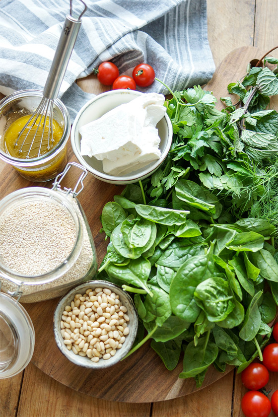 ingredients for Spinach Quinoa Salad with Feta and Herbs Rezept