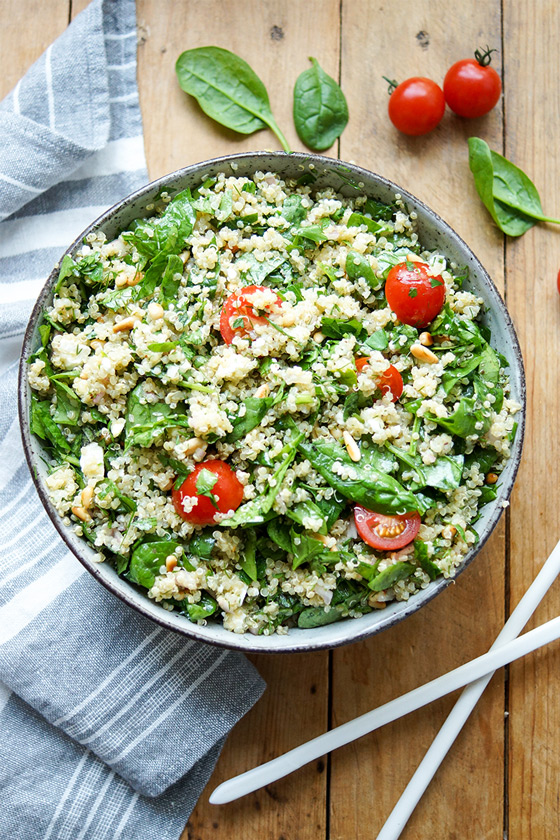 Spinach Quinoa Salad with Feta and Herbs Rezept