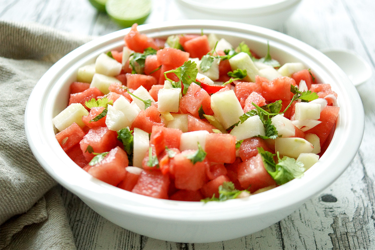 Wassermelonensalat mit Kohlrabi, Koriander, Minze, Limetten, Rezept ist Low-Carb, wenig Kalorien, wenig Kohlenhydrate