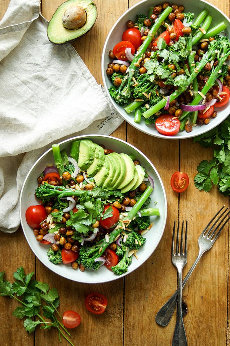 Bimi mit gerösteten Kichererbsen und Zitronen-Tahin-Dressing, Low-Carb Veganes Rezept