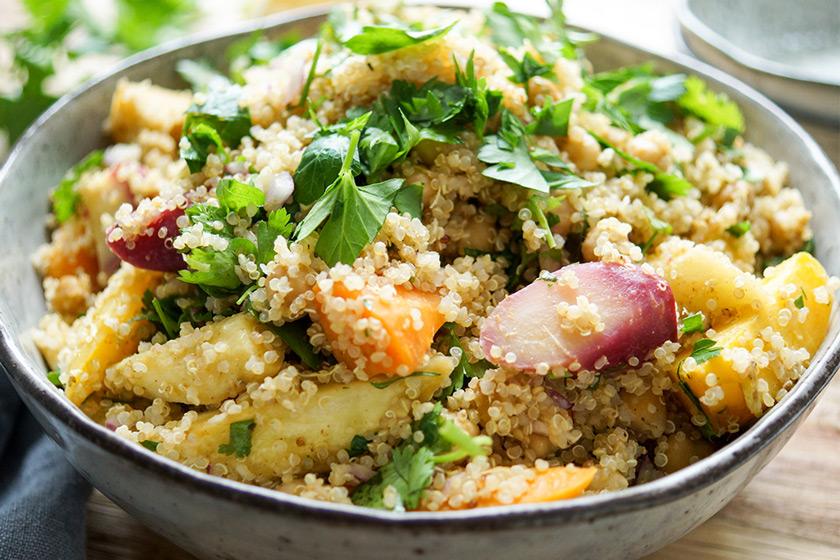 Geröstete Karotten, Pastinaken und Kichererbsen mit Quinoa