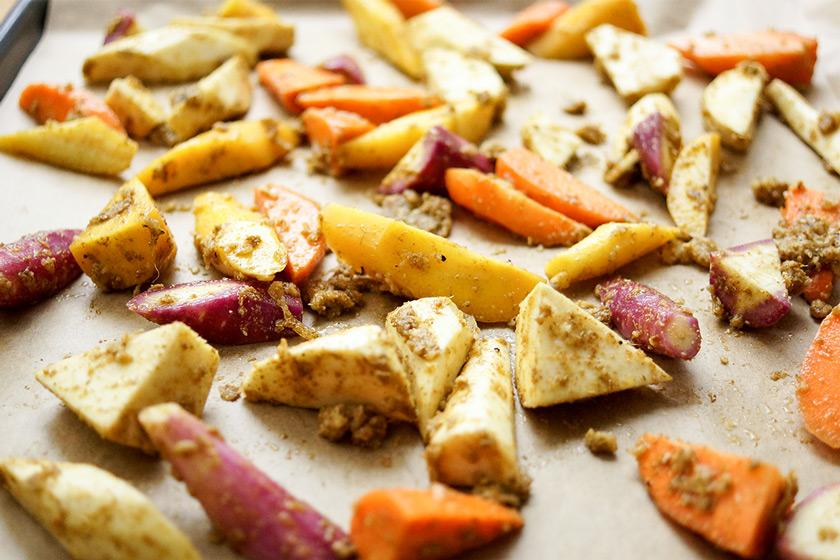 Geröstete Karotten, Pastinaken und Kichererbsen mit Quinoa Rezept, Vegan, Vegetarisch