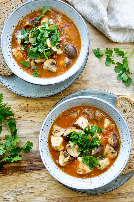 Eintopf mit Huhn und Pilzen, Tomaten, Thymian Rezept