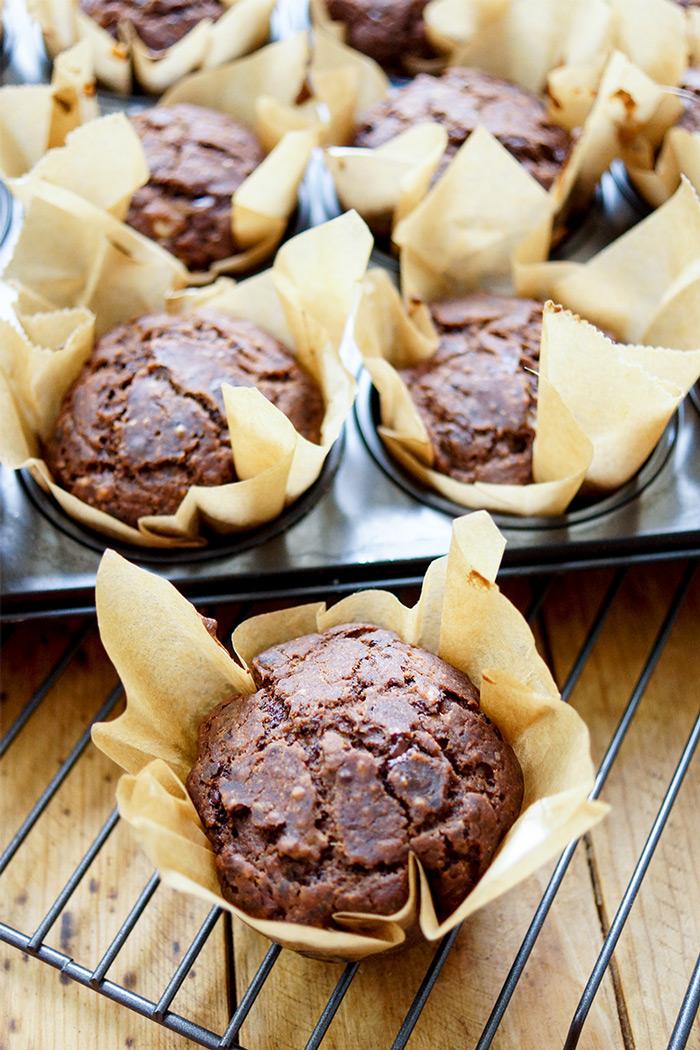 vegane glutenfreie Schoko-Muffins, Schoko-Muffins mit Banane, Bananenmuffin mit dunkler Schokolade