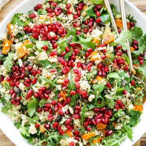 Geröstete Süßkartoffeln mit Quinoa und Rucola-Salat Rezept mit Granatapfel, vegetarisch
