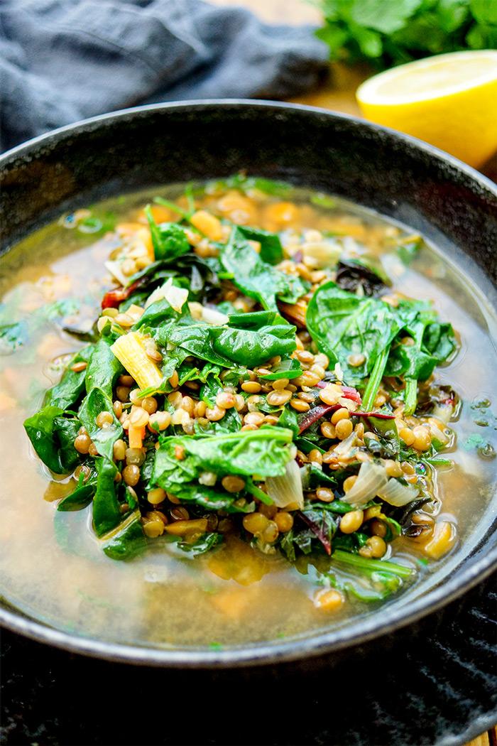 Linsensuppe mit Spinat, Mangold, Möhren und Steinpilz, Ein einfaches Rezept, vegan, vegetarisch Essen