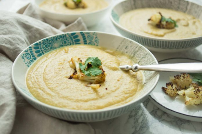 Rezepte für Geröstete Blumenkohlsuppe mit marokkanischen Gewürzen mit Gelbe Linsen