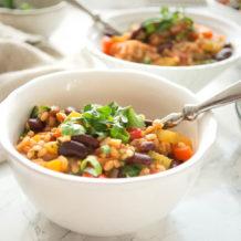 traditionelles kreolisches Gemüse Jambalaya (Reiseintopf) mit Kidney Bohnen