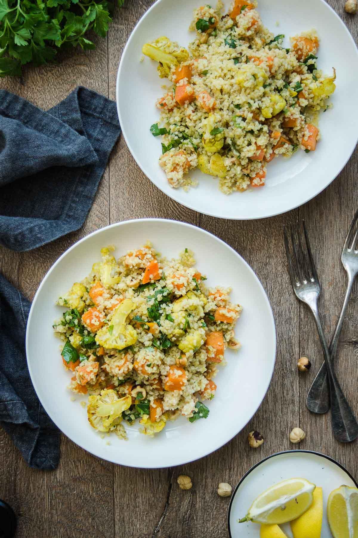 Veganes Rezept für Gerösteter Gemüsesalat mit Bulgur und Haselnüsse