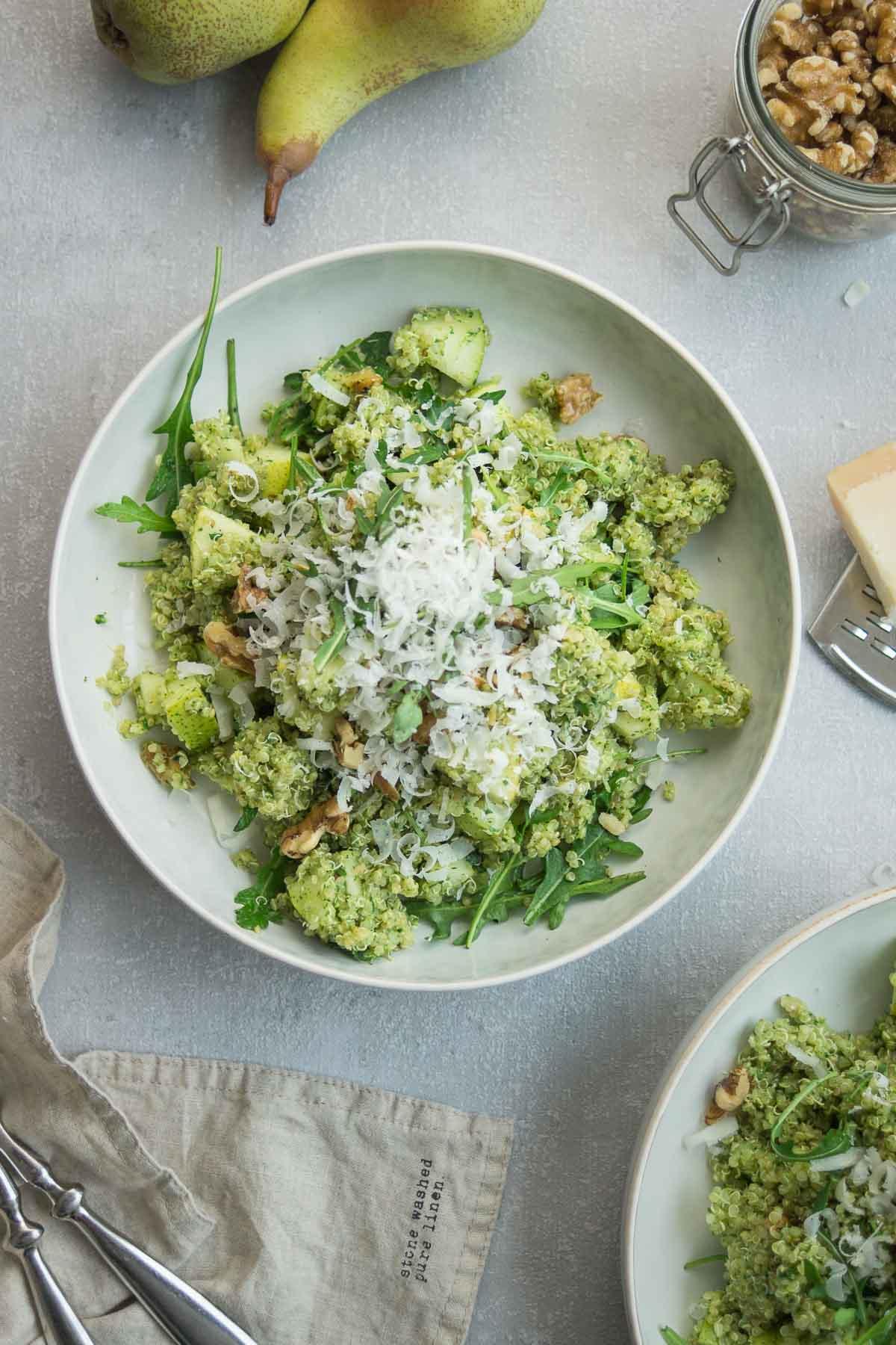 Quinoa Salat mit Pesto, Birne und Walnuss, vegetarische Rezept