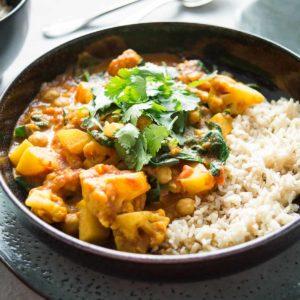 Blumenkohl-Kartoffel-Curry Rezept mit Kichererbsen und Spinat, vegan, vegetarisch, glutenfrei