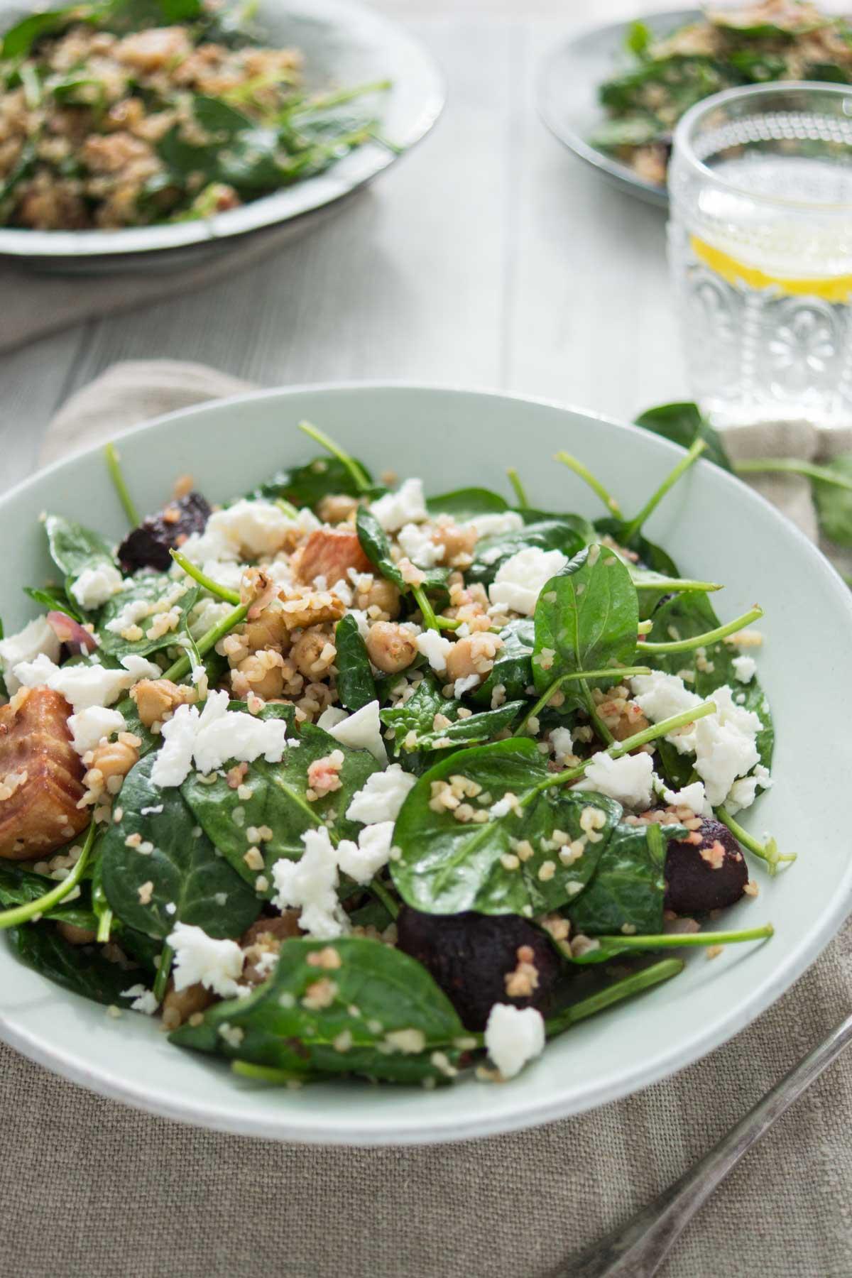 Spinatsalat mit gerösteter Rote Bete und Kichererbsen