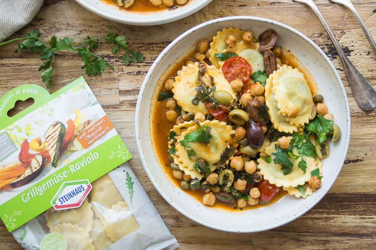 Mediterrane Raviolo Steinhaus Pasta mit Kichererbsen, Oliven, Kapern, Kräuter, Rezept