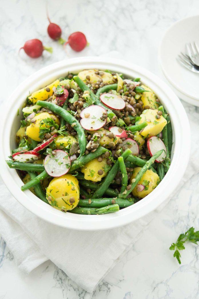 Kartoffelsalat mit Linsen und grünen Bohnen