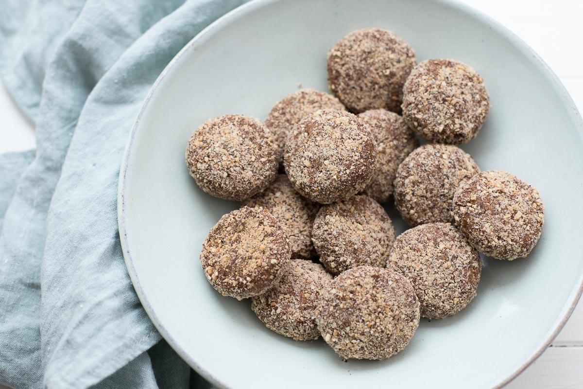 Dattelkekse mit Mandeln (Plätzchen Rezept ohne Zucker, vegan, glutenfrei)