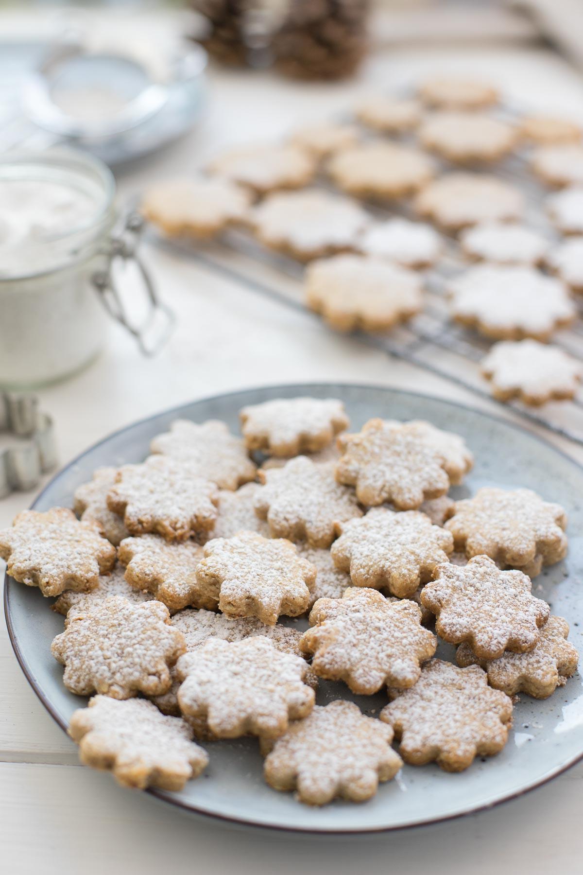 Dinkel-Mandel-Kekse mit Zitrone, einfache Plätzchen-Rezept mit Puderzucker