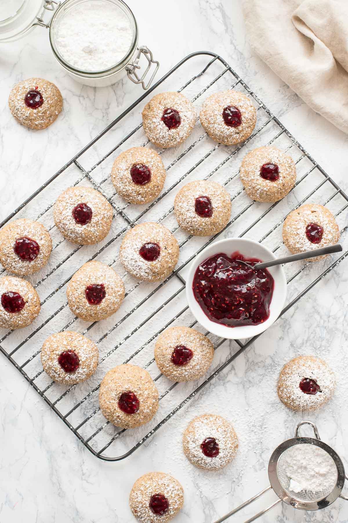 Glutenfreie Engelsaugen, Kulleraugen, Vogelnest, Husarenkrapfen (Weihnachtsplätzchen Rezept)