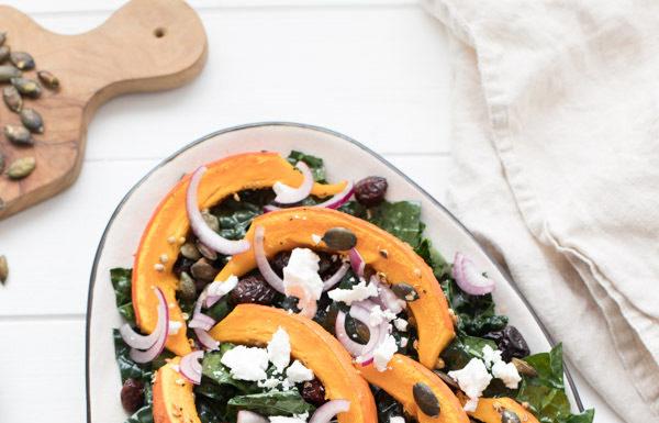 Schwarzkohl-Salat mit Kürbis, Cranberries & Feta-Käse