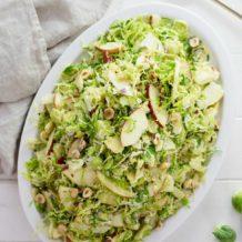 Rosenkohl-Salat mit Apfel, Haselnuss, Parmesan Rezept