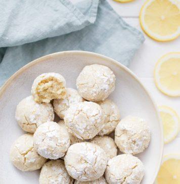 Einfaches Zitronen-Mandel-Kekse mit Puderzucker (glutenfrei)