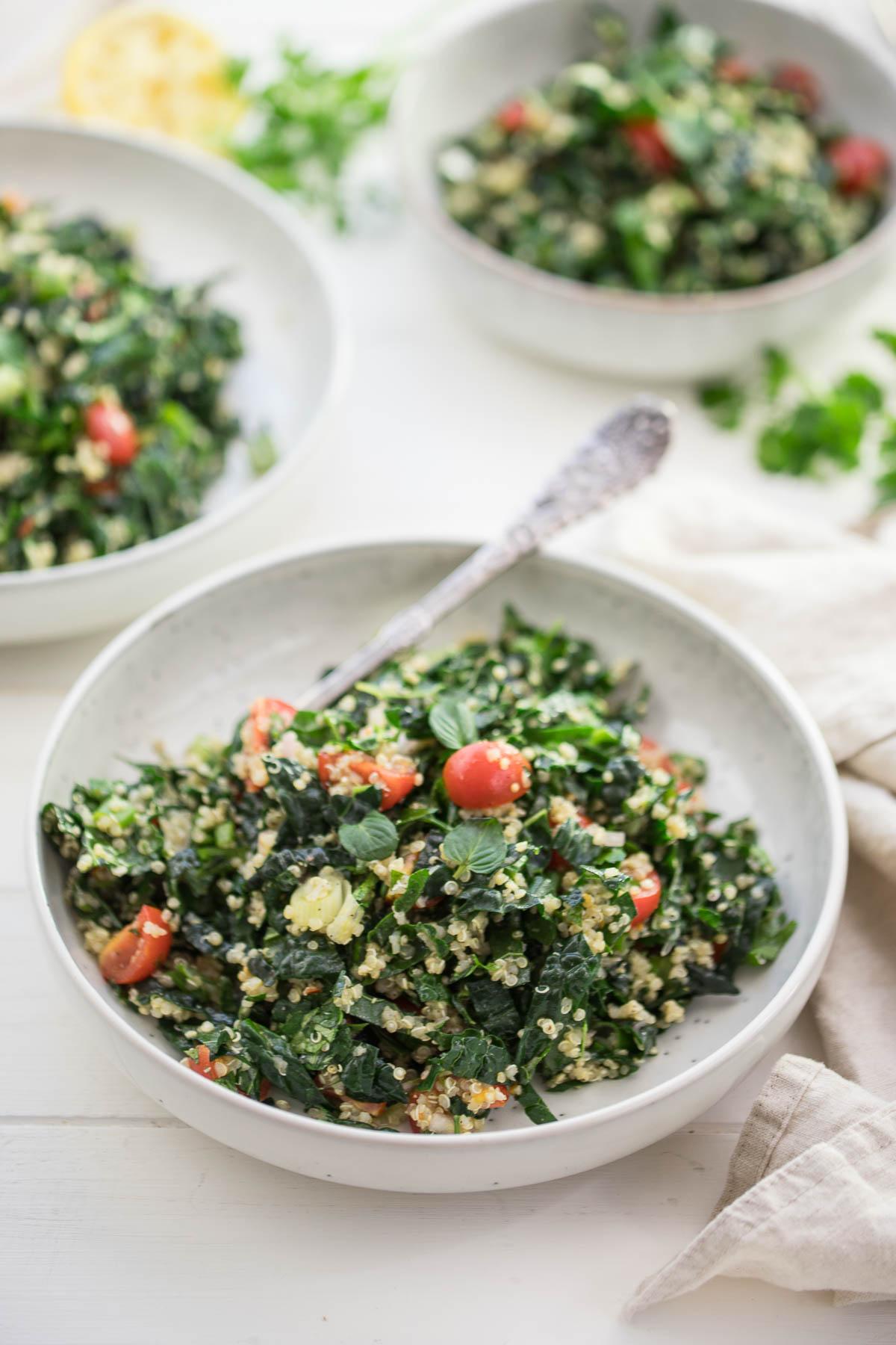 Tabouleh-Salat (Taboulé) mit Schwarzkohl, Quinoa, Tomaten, vegan rezept