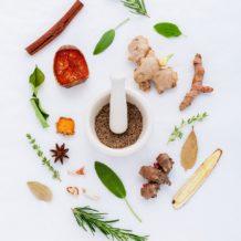 Natürliche Heilmittel bei Erkältung und Grippe, ingwer, kurkuma, kräuter